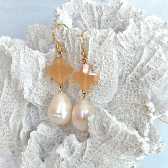 Lucky Pearl Earrings Gold